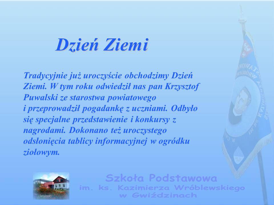 Dzień Ziemi Tradycyjnie już uroczyście obchodzimy Dzień Ziemi. W tym roku odwiedził nas pan Krzysztof Puwalski ze starostwa powiatowego i przeprowadzi