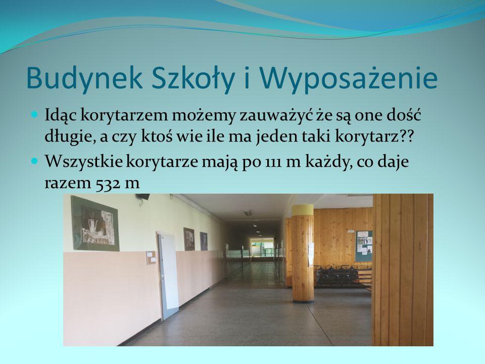 Budynek Szkoły i Wyposażenie Idąc korytarzem możemy zauważyć że są one dość długie, a czy ktoś wie ile ma jeden taki korytarz?? Wszystkie korytarze ma