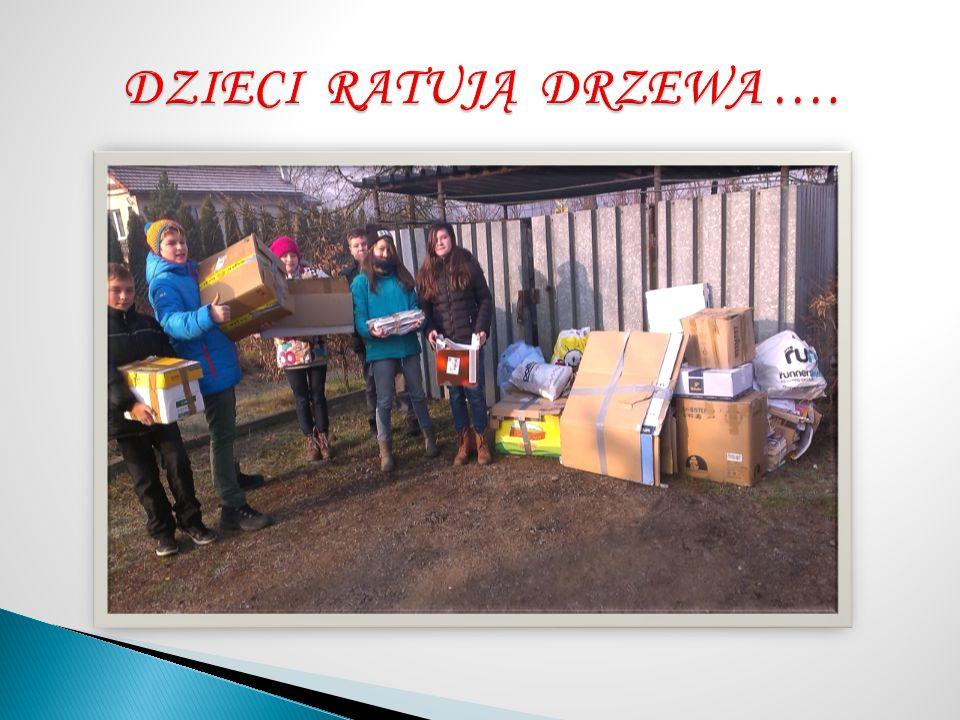 Szkolna Rada Uczniowska od kilku lat czuwa nad zbiórką makulatury w naszej szkole.