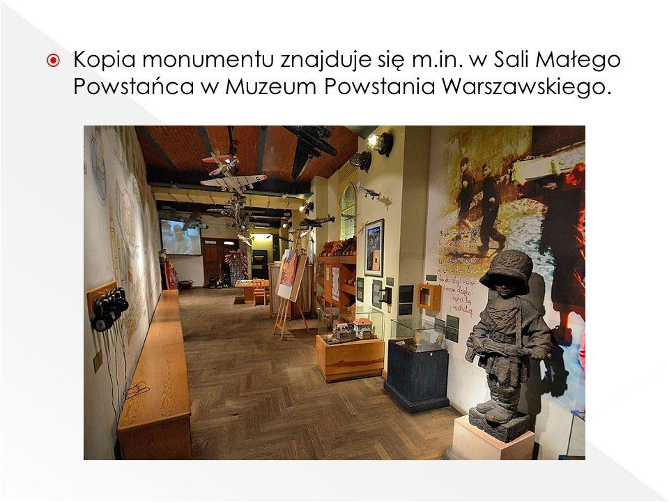  Kopia monumentu znajduje się m.in. w Sali Małego Powstańca w Muzeum Powstania Warszawskiego.