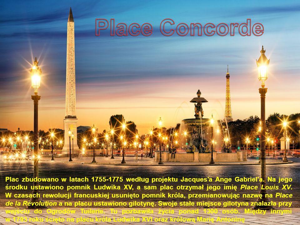 Plac zbudowano w latach 1755-1775 według projektu Jacques'a Ange Gabriel'a. Na jego środku ustawiono pomnik Ludwika XV, a sam plac otrzymał jego imię