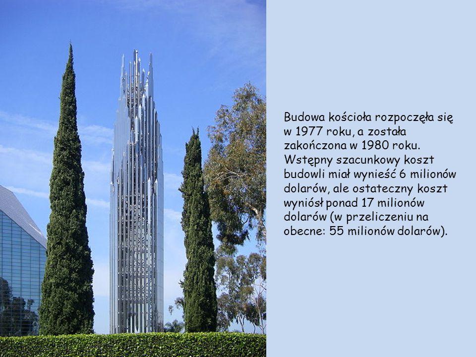 Kościół zbudowanyjest z dymnych szkieł, które nie są mocowane do jego struktury, ale połączone ze sobą silikonem. Pozwala to wytrzymać budowli trzęsie