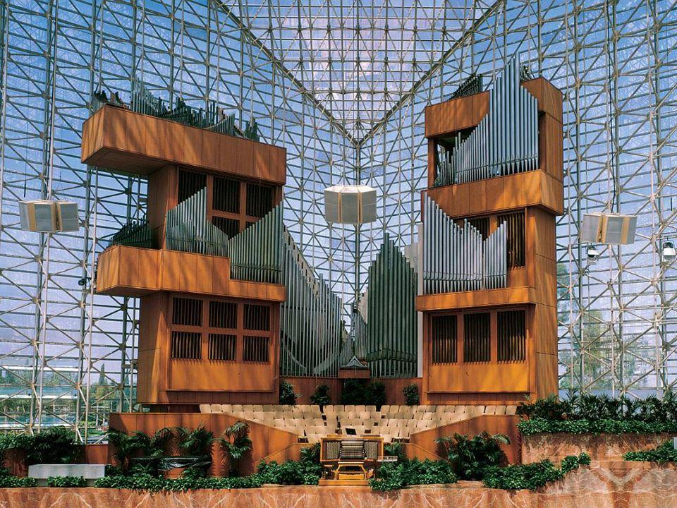 Budowy organów podjął się światowej sławy wirtuoz Virgil Vox oraz Fratelli Ruffatti. W 1982 roku organy zostały znacznie rozbudowane i wzmocnione. Obe