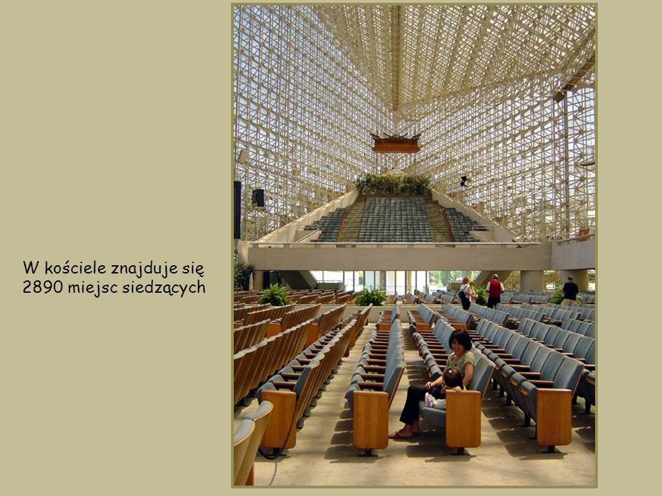 56 metrowe prezbiterium może pomieścić ponad 1000 śpiewaków i instrumentalistów.