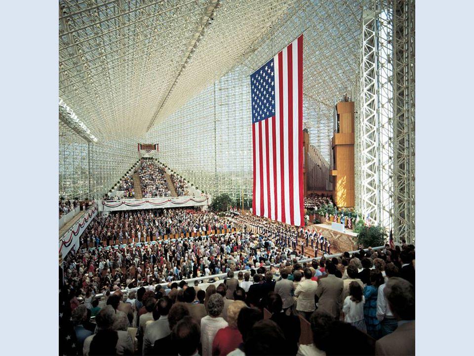 W kościele znajduje się 2890 miejsc siedzących