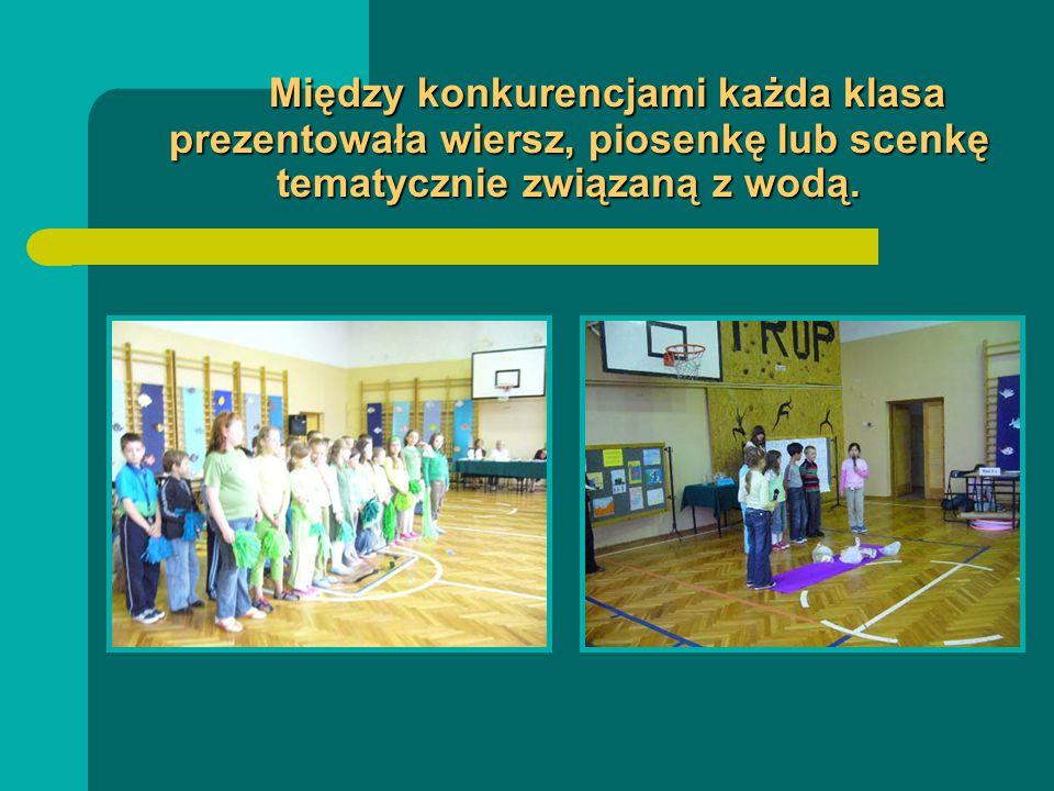 Między konkurencjami każda klasa prezentowała wiersz, piosenkę lub scenkę tematycznie związaną z wodą.