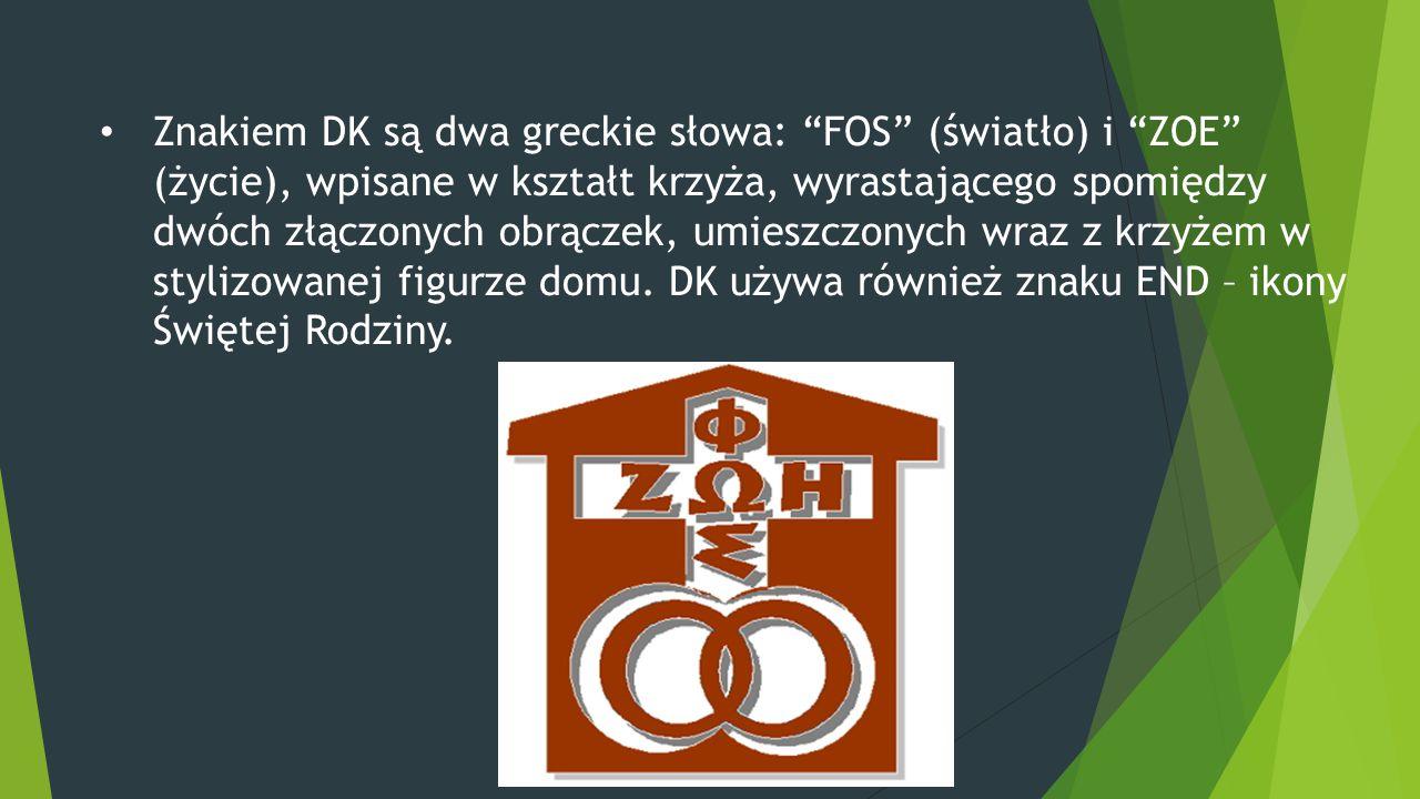 """Znakiem DK są dwa greckie słowa: """"FOS"""" (światło) i """"ZOE"""" (życie), wpisane w kształt krzyża, wyrastającego spomiędzy dwóch złączonych obrączek, umieszc"""