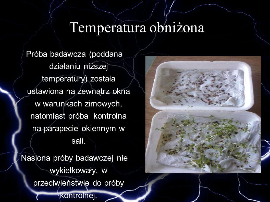Temperatura obniżona Próba badawcza (poddana działaniu niższej temperatury) została ustawiona na zewnątrz okna w warunkach zimowych, natomiast próba k