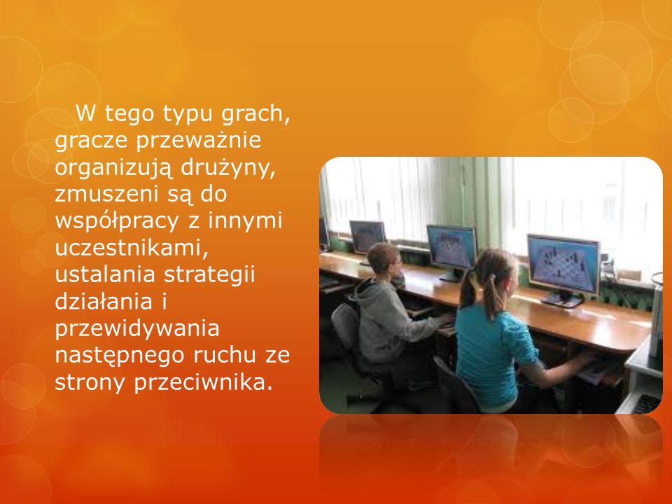 W tego typu grach, gracze przeważnie organizują drużyny, zmuszeni są do współpracy z innymi uczestnikami, ustalania strategii działania i przewidywani
