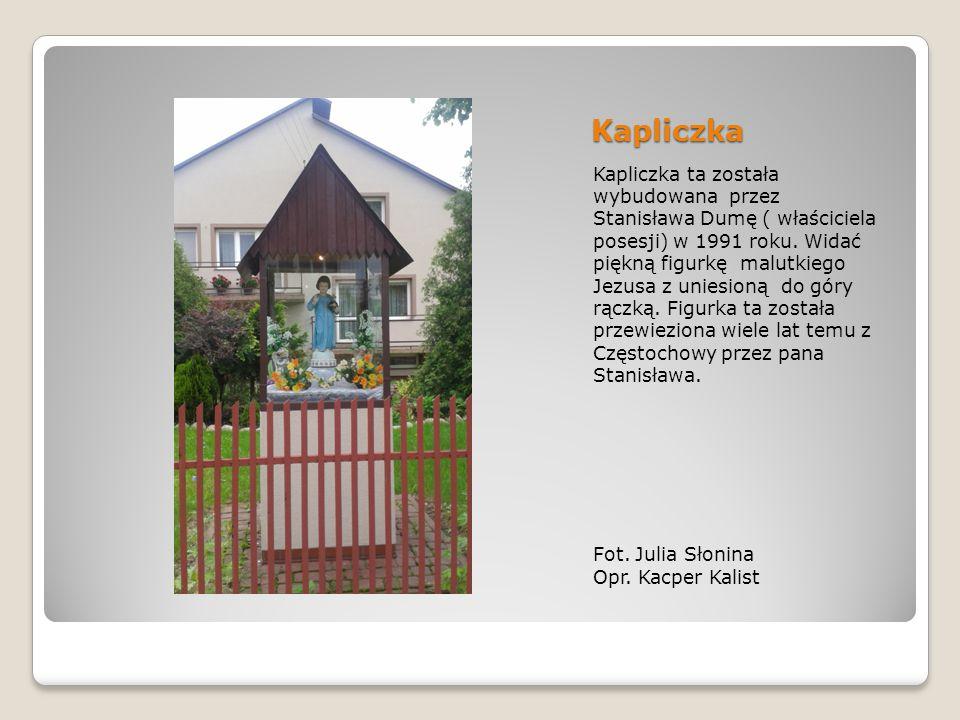 Kapliczka Kapliczka ta została wybudowana przez Stanisława Dumę ( właściciela posesji) w 1991 roku.