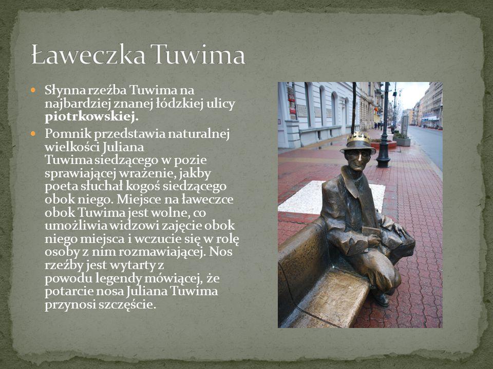 Słynna rzeźba Tuwima na najbardziej znanej łódzkiej ulicy piotrkowskiej. Pomnik przedstawia naturalnej wielkości Juliana Tuwima siedzącego w pozie spr