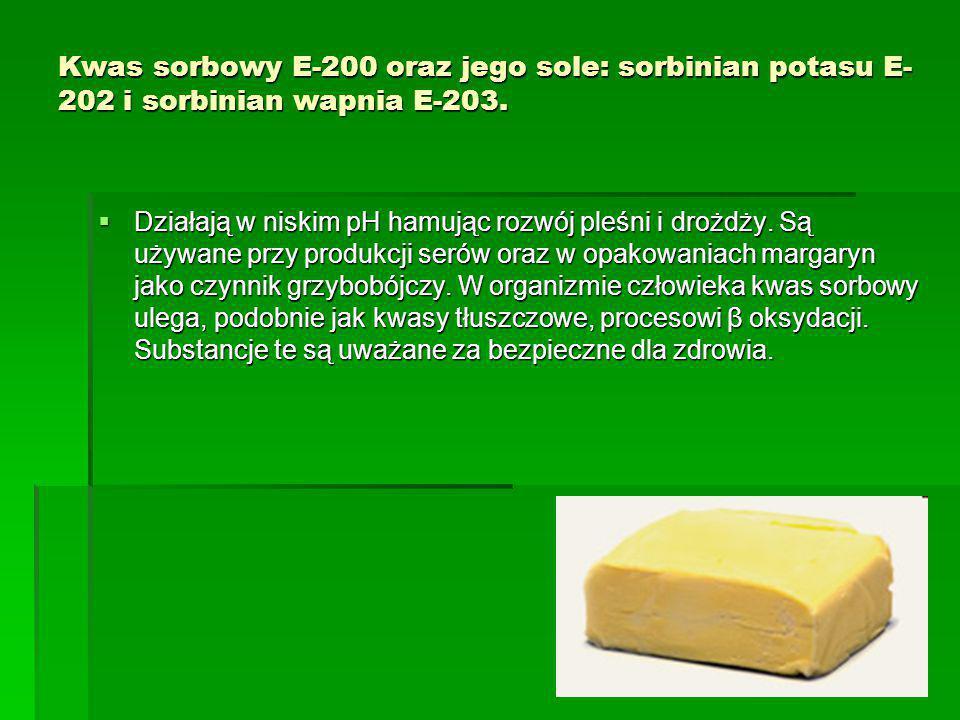 Kwas sorbowy E-200 oraz jego sole: sorbinian potasu E- 202 i sorbinian wapnia E-203.  Działają w niskim pH hamując rozwój pleśni i drożdży. Są używan