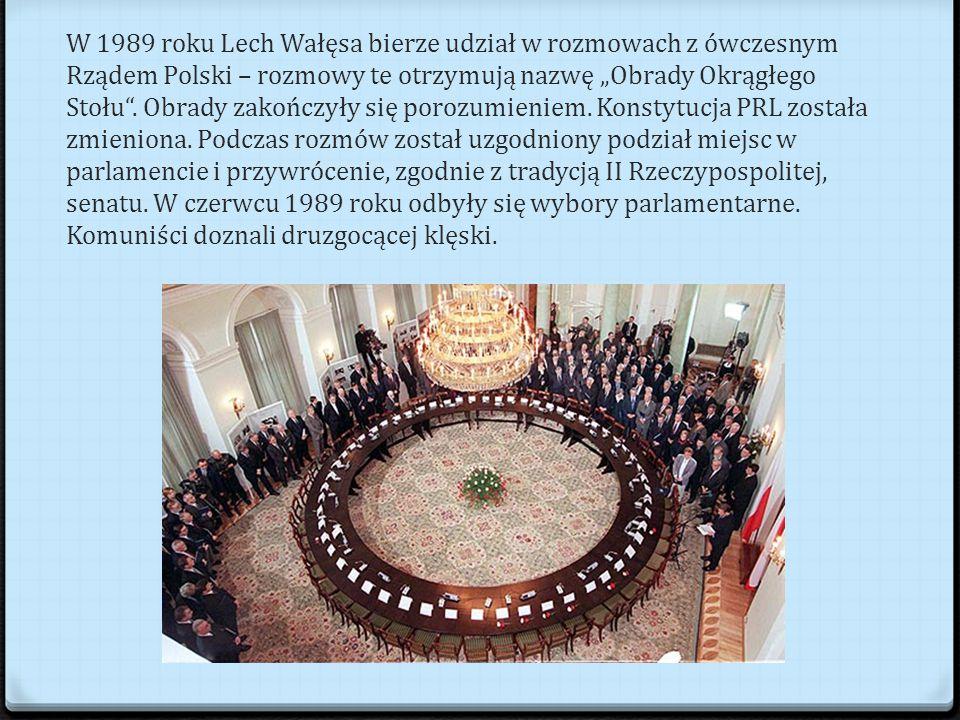 """W 1989 roku Lech Wałęsa bierze udział w rozmowach z ówczesnym Rządem Polski – rozmowy te otrzymują nazwę """"Obrady Okrągłego Stołu ."""