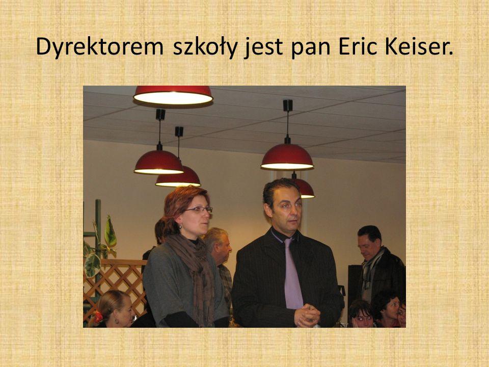 Dyrektorem szkoły jest pan Eric Keiser.