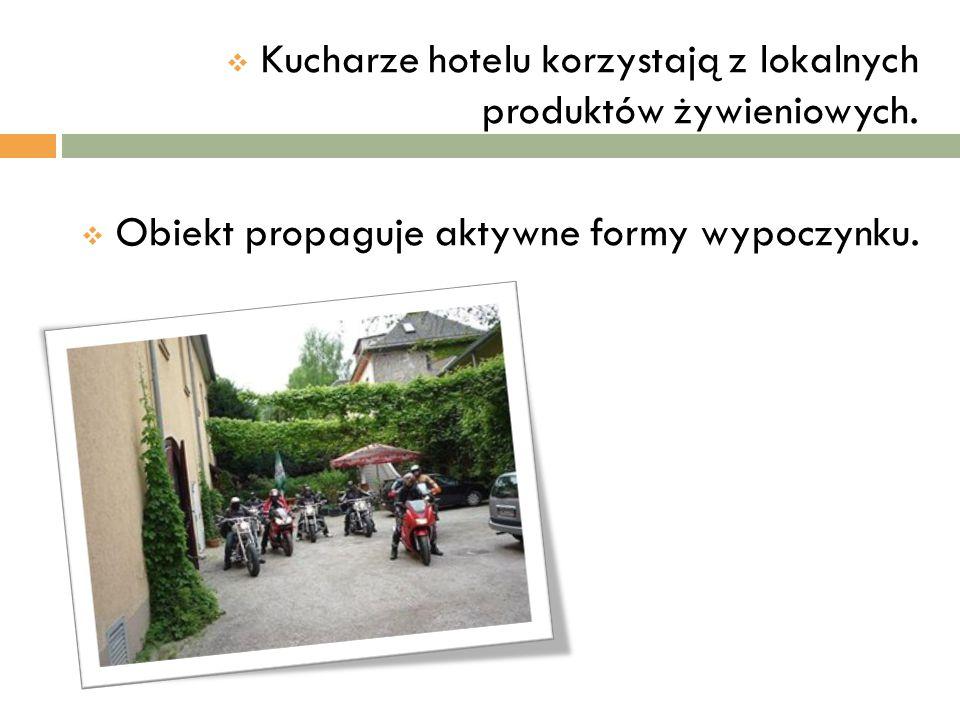  Kucharze hotelu korzystają z lokalnych produktów żywieniowych.  Obiekt propaguje aktywne formy wypoczynku.