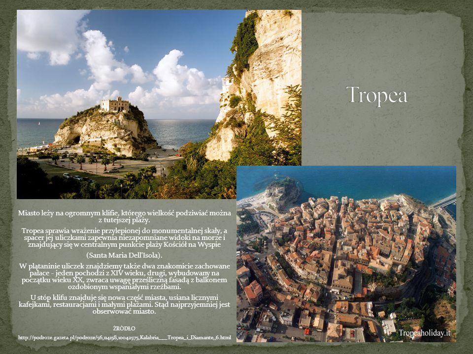 Miasto leży na ogromnym klifie, którego wielkość podziwiać można z tutejszej plaży. Tropea sprawia wrażenie przylepionej do monumentalnej skały, a spa