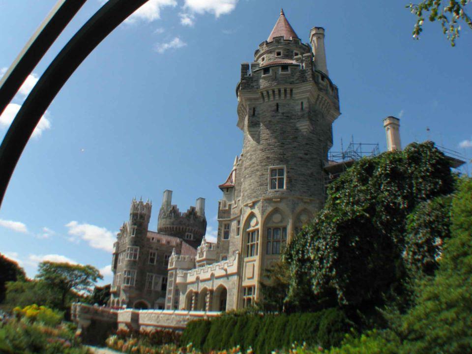 Casa Loma - mały, neogotycki zamek w kanadyjskim mieście Toronto, znajdujący się przy Austin Terrace, zbudowany w latach 1911-14. Budowa tego domu kos