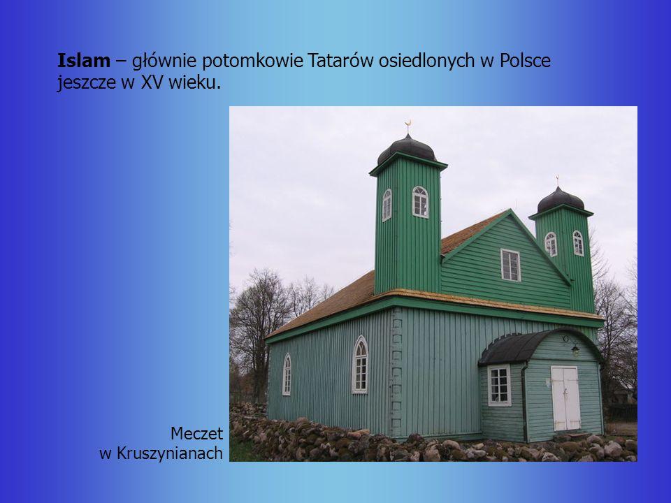 Islam – głównie potomkowie Tatarów osiedlonych w Polsce jeszcze w XV wieku. Meczet w Kruszynianach