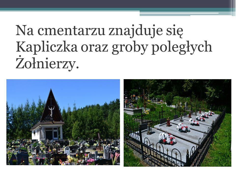 Na cmentarzu znajduje się Kapliczka oraz groby poległych Żołnierzy.