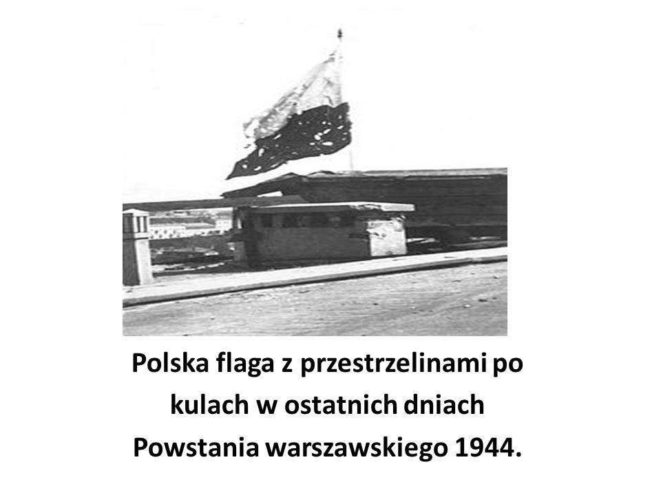 Polska flaga z przestrzelinami po kulach w ostatnich dniach Powstania warszawskiego 1944.
