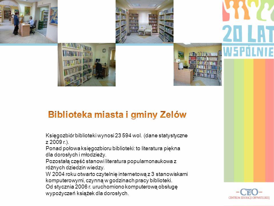 Księgozbiór biblioteki wynosi 23 594 wol. (dane statystyczne z 2009 r.). Ponad połowa księgozbioru biblioteki: to literatura piękna dla dorosłych i mł