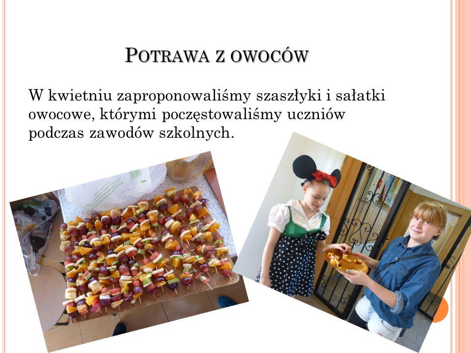 P OTRAWA Z OWOCÓW W kwietniu zaproponowaliśmy szaszłyki i sałatki owocowe, którymi poczęstowaliśmy uczniów podczas zawodów szkolnych.