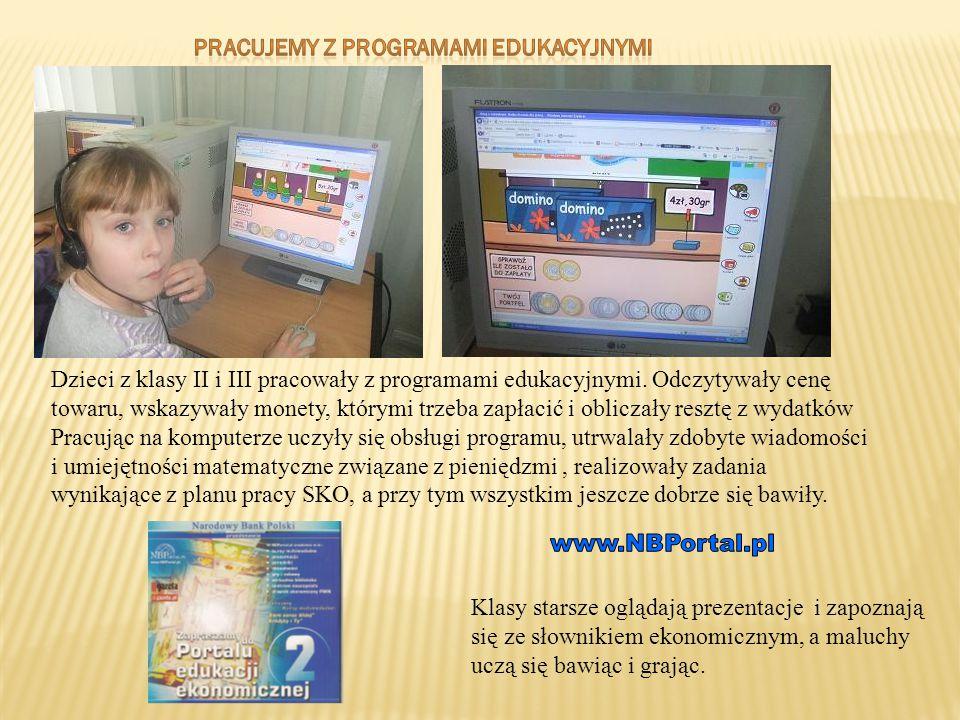 Dzieci z klasy II i III pracowały z programami edukacyjnymi. Odczytywały cenę towaru, wskazywały monety, którymi trzeba zapłacić i obliczały resztę z