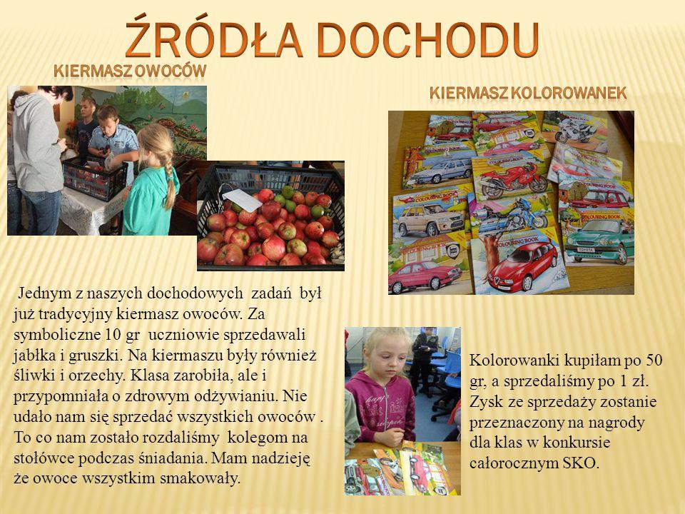 Jednym z naszych dochodowych zadań był już tradycyjny kiermasz owoców. Za symboliczne 10 gr uczniowie sprzedawali jabłka i gruszki. Na kiermaszu były