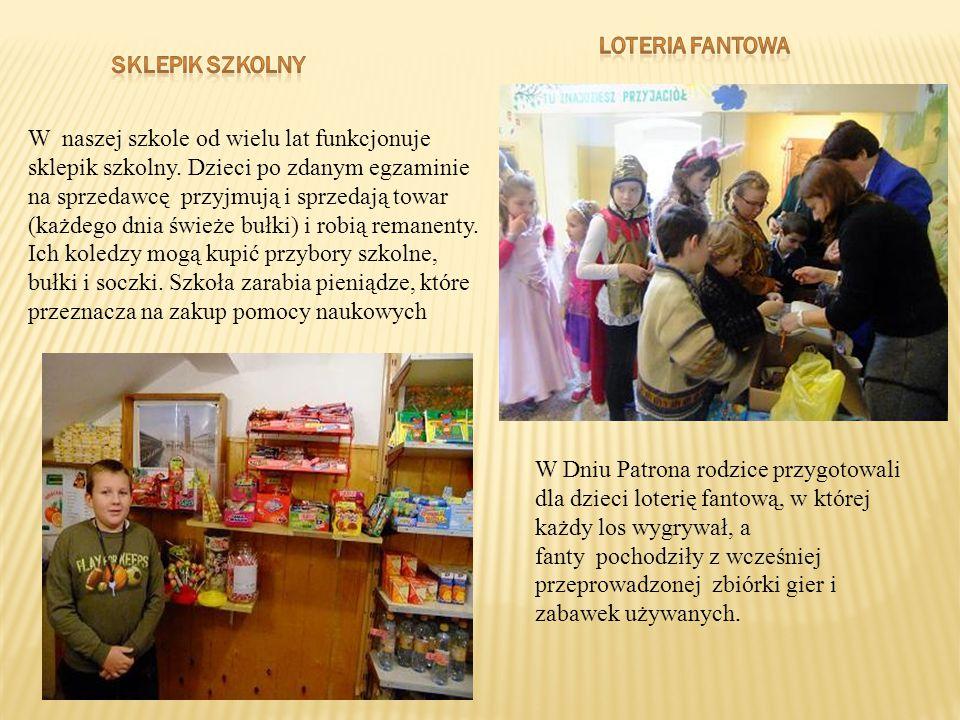 W naszej szkole od wielu lat funkcjonuje sklepik szkolny. Dzieci po zdanym egzaminie na sprzedawcę przyjmują i sprzedają towar (każdego dnia świeże bu