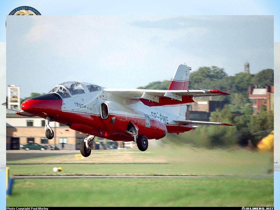 Samolot F-16 Block 52+ wyposażony jest w następujące urządzenia i systemy nawigacyjne: * zintegrowany system nawigacyjny GPS/INS (Global Positioning System/Inertial Navigation System); * wielofunkcyjny odbiornik nawigacyjny MMR (Multi Mode Receiver), * system TACAN (Tactical Air Navigation); * centrala danych aerodynamicznych FES (Flight Environment System), * system nawigacji według rzeźby terenu DTS (Digital Terrain System).