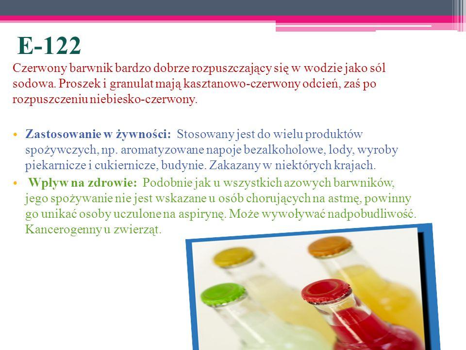 E-122 Czerwony barwnik bardzo dobrze rozpuszczający się w wodzie jako sól sodowa. Proszek i granulat mają kasztanowo-czerwony odcień, zaś po rozpuszcz