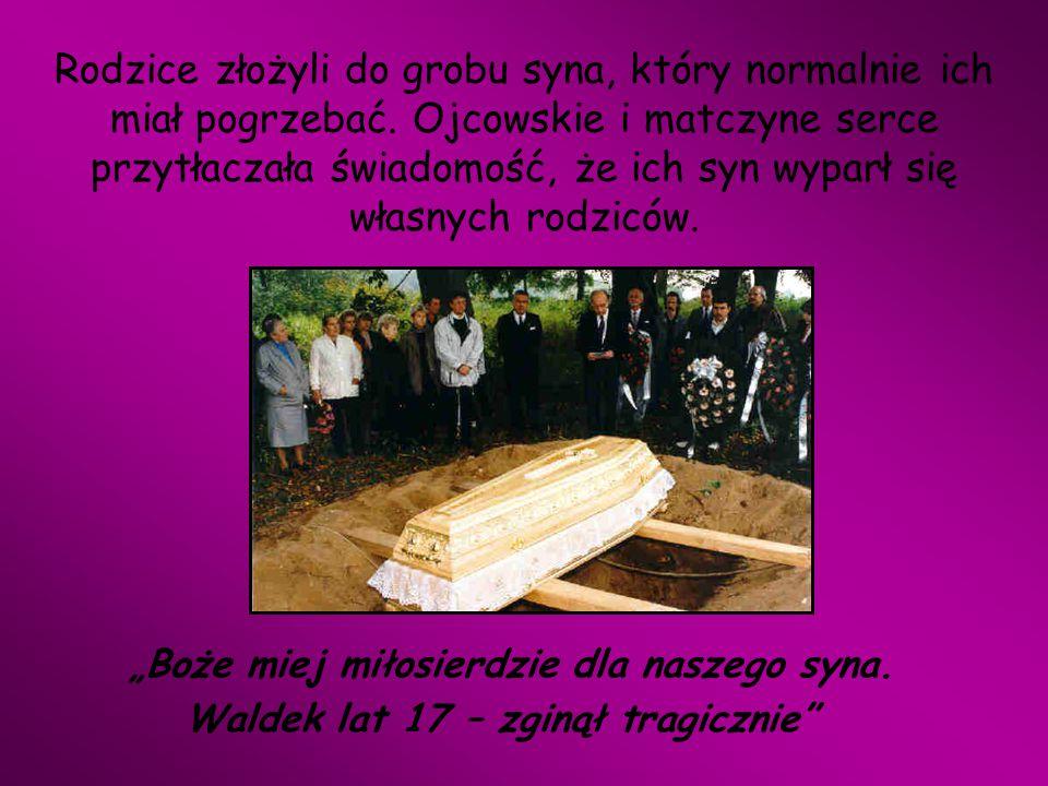 Rodzice złożyli do grobu syna, który normalnie ich miał pogrzebać. Ojcowskie i matczyne serce przytłaczała świadomość, że ich syn wyparł się własnych