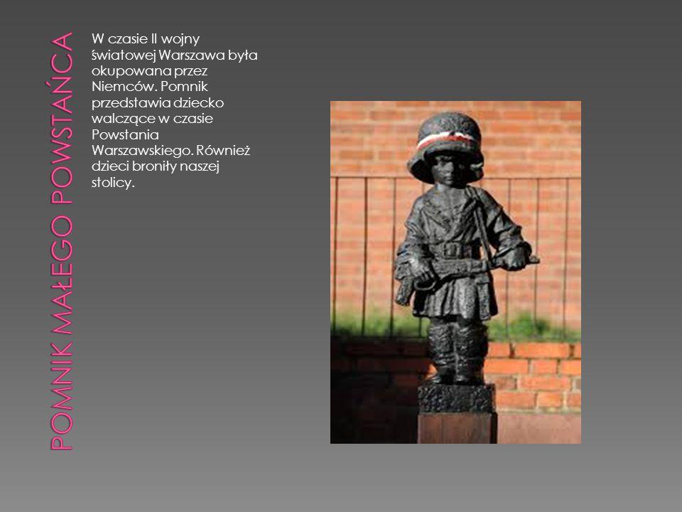 W czasie II wojny światowej Warszawa była okupowana przez Niemców. Pomnik przedstawia dziecko walczące w czasie Powstania Warszawskiego. Również dziec