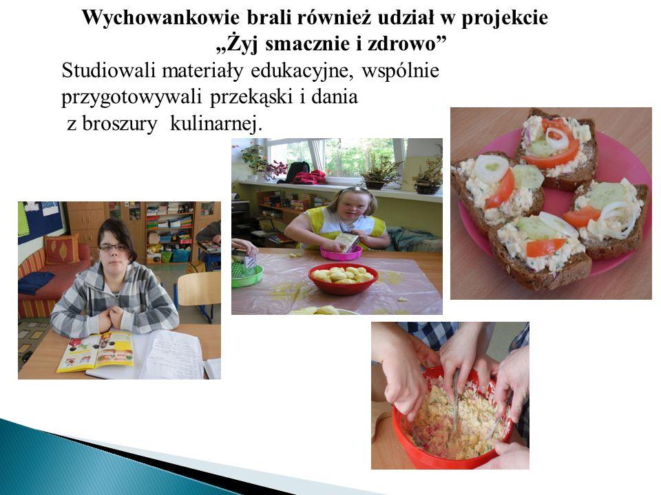 """Wychowankowie brali również udział w projekcie """"Żyj smacznie i zdrowo"""" Studiowali materiały edukacyjne, wspólnie przygotowywali przekąski i dania z br"""