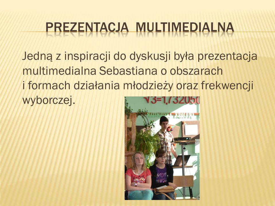 Jedną z inspiracji do dyskusji była prezentacja multimedialna Sebastiana o obszarach i formach działania młodzieży oraz frekwencji wyborczej.
