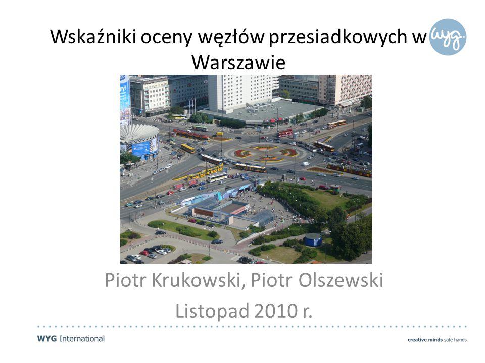 Opis zadania #1 Wykonawca na podstawie analizy: standardów zasad tworzenia węzłów przesiadkowych wykorzystywanych w innych krajach, najlepszych przykładów takich węzłów w miastach europejskich i w miastach innych części świata oraz własnej wiedzy eksperckiej zaproponuje konstrukcję wskaźników umożliwiających ocenę projektów nowych węzłów przesiadkowych oraz istniejących (funkcjonujących) węzłów przesiadkowych w Warszawie według niżej wymienionych kryteriów: 1.integracja przestrzenna, 2.bezpieczeństwo osobiste, 3.bezpieczeństwo wynikające z obecności punktów kolizji z ruchem pojazdów, 4.wewnętrzna logika węzła (czytelność węzła), 5.informacja pasażerska, 6.dostępność dla osób starszych, niepełnosprawnych, osób z małymi dziećmi, cudzoziemców, turystów, 7.obecność dodatkowych funkcji.