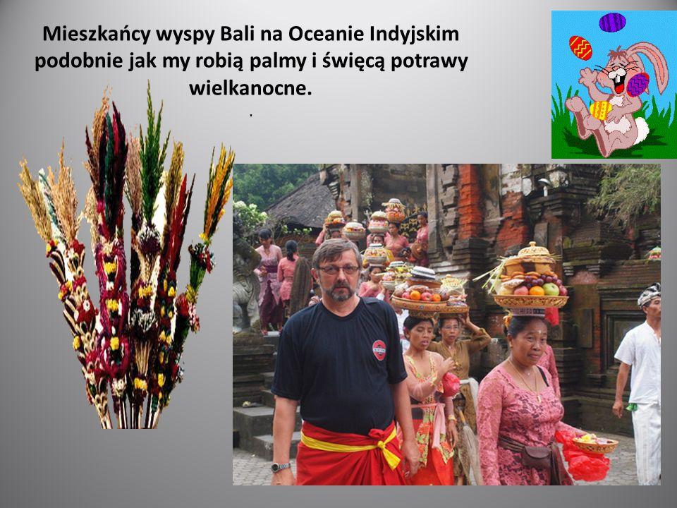Mieszkańcy wyspy Bali na Oceanie Indyjskim podobnie jak my robią palmy i święcą potrawy wielkanocne..