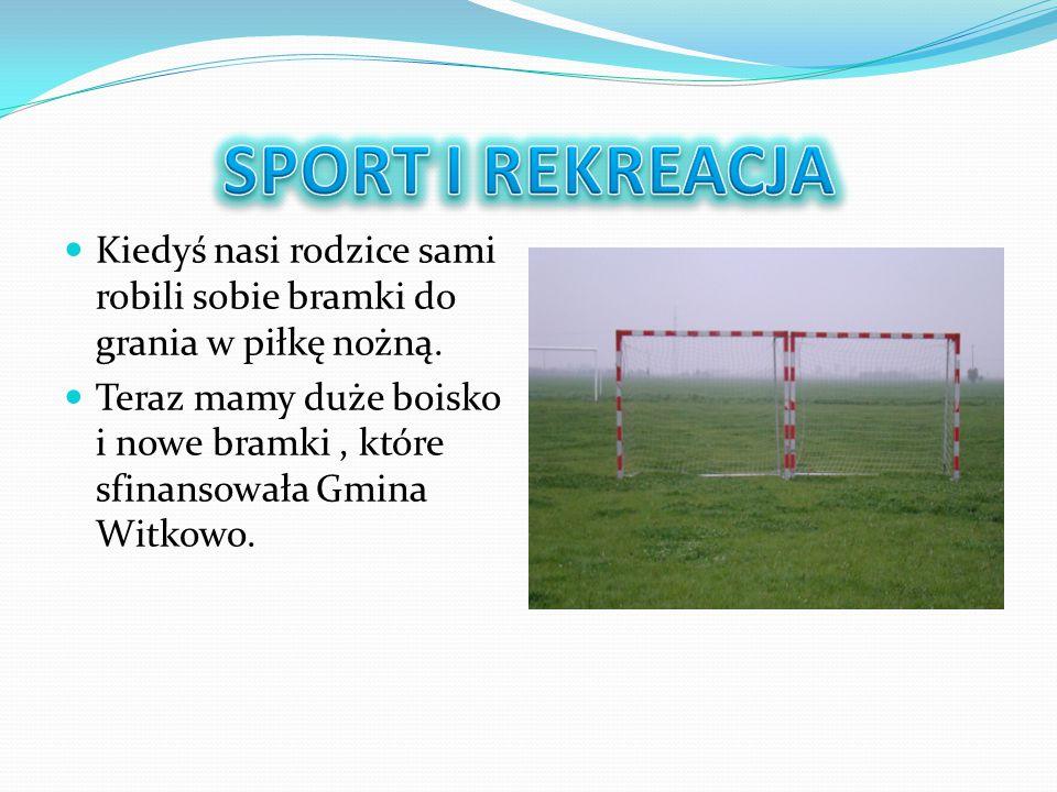 Kiedyś nasi rodzice sami robili sobie bramki do grania w piłkę nożną. Teraz mamy duże boisko i nowe bramki, które sfinansowała Gmina Witkowo.
