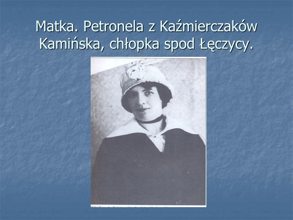W wieku 2 lat wyjechał wraz z rodzicami do Kijowa, gdzie ukończył 4-klasową rosyjską szkołę powszechną.