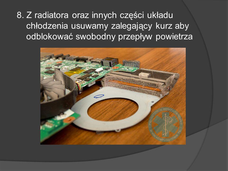 8. Z radiatora oraz innych części układu chłodzenia usuwamy zalegający kurz aby odblokować swobodny przepływ powietrza