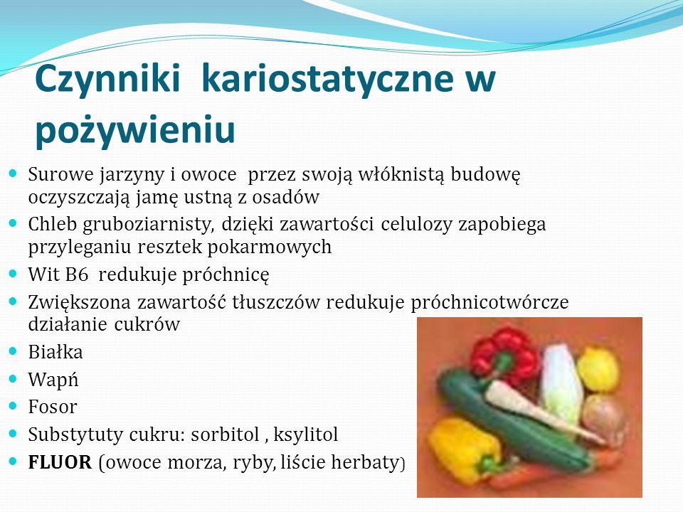Czynniki kariostatyczne w pożywieniu Surowe jarzyny i owoce przez swoją włóknistą budowę oczyszczają jamę ustną z osadów Chleb gruboziarnisty, dzięki