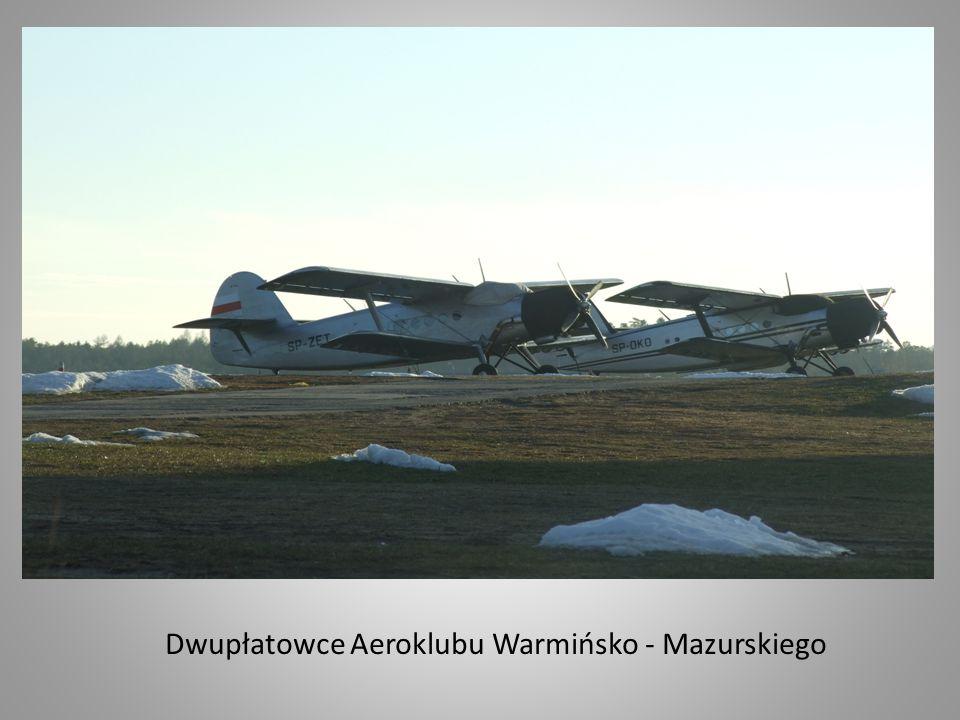 Aeroklub Warmińsko - Mazurski dysponuje oprócz najnowocześniejszej w Polsce bazy i zaplecza administracyjno - hangarowego, także z utwardzonym i oświetlonym pasem startowym i wyremontowanym pasem trawiastym.