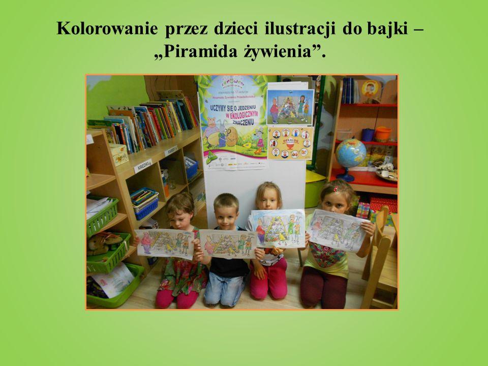 """Kolorowanie przez dzieci ilustracji do bajki – """"Piramida żywienia""""."""