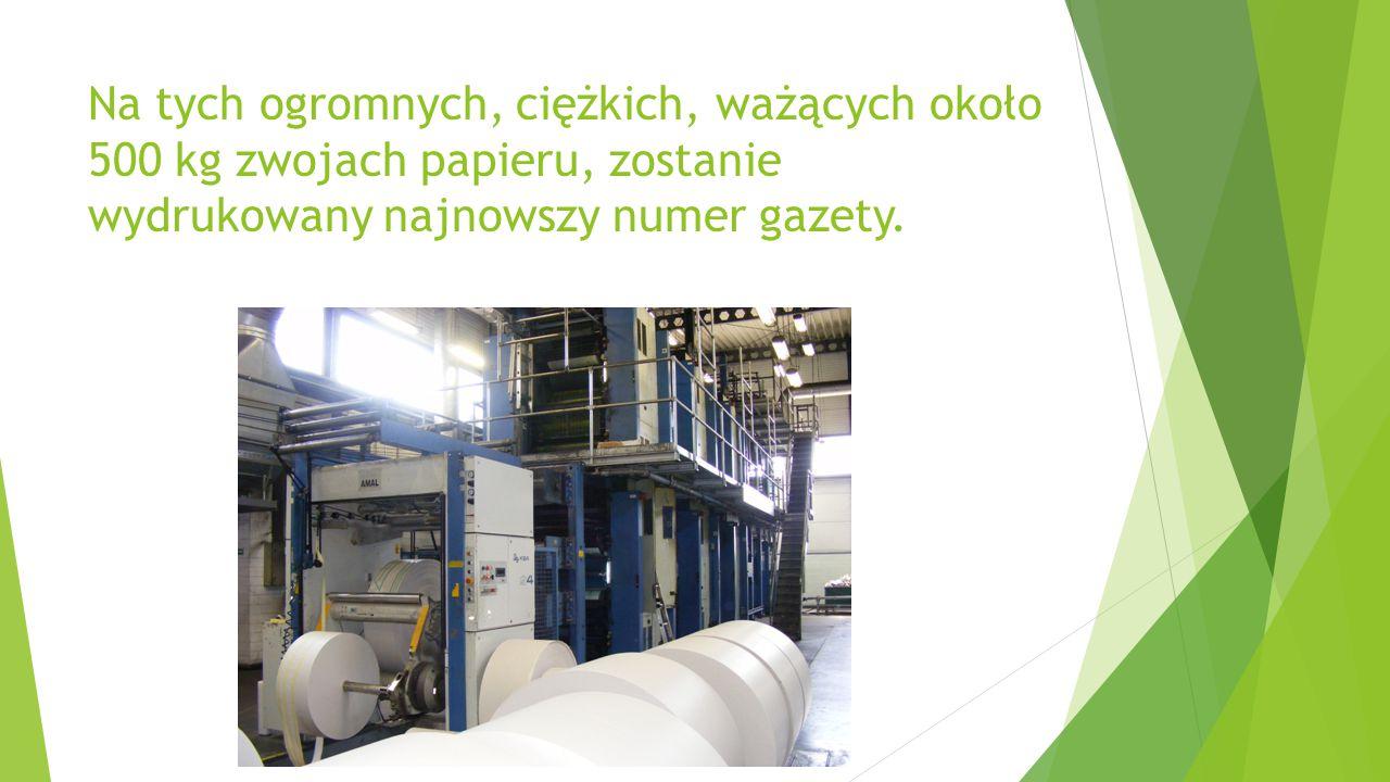 Na tych ogromnych, ciężkich, ważących około 500 kg zwojach papieru, zostanie wydrukowany najnowszy numer gazety.