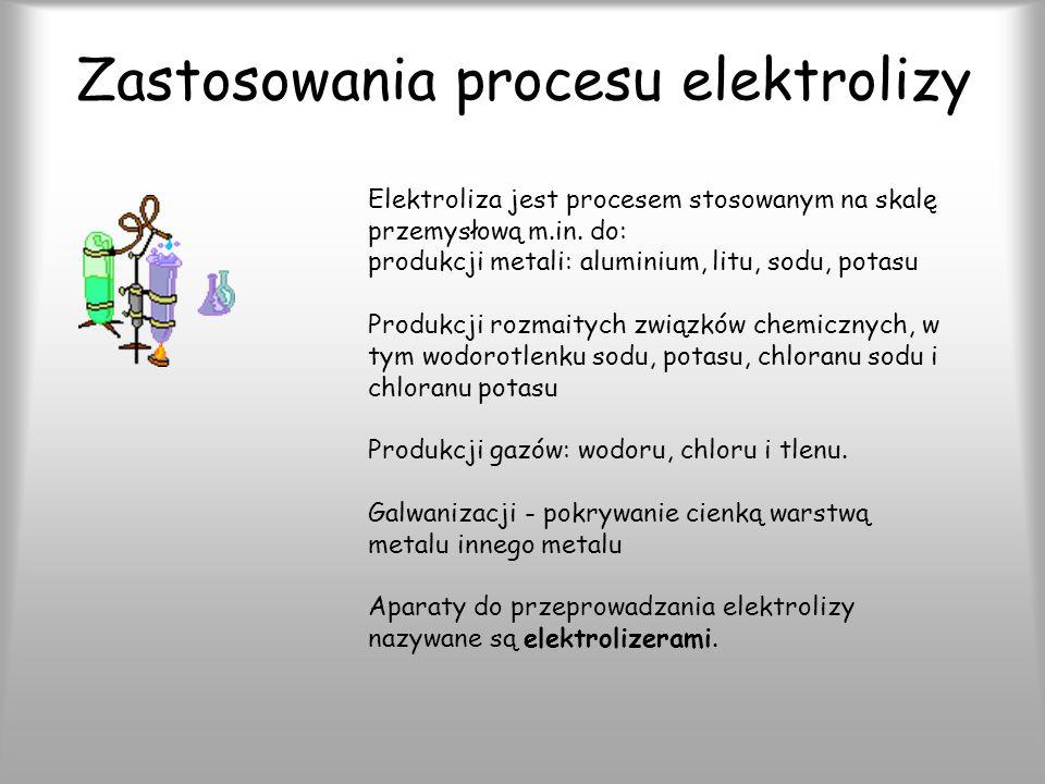 Zjawiska elektrolizy 1) procesy transportu (wędrówka jonów do elektrod), 2) procesy przejścia ładunku (między elektrodami a składnikami roztworu: na elektrodzie ujemnej (katodzie) zachodzi redukcja kationów, na elektrodzie dodatniej (anodzie) - utlenianie anionów), 3) reakcje chemiczne poprzedzające lub następujące po procesach przejścia ładunku.