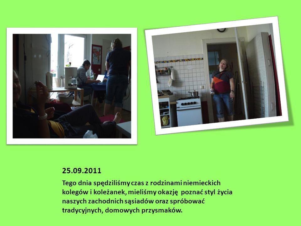 25.09.2011 Tego dnia spędziliśmy czas z rodzinami niemieckich kolegów i koleżanek, mieliśmy okazję poznać styl życia naszych zachodnich sąsiadów oraz spróbować tradycyjnych, domowych przysmaków.