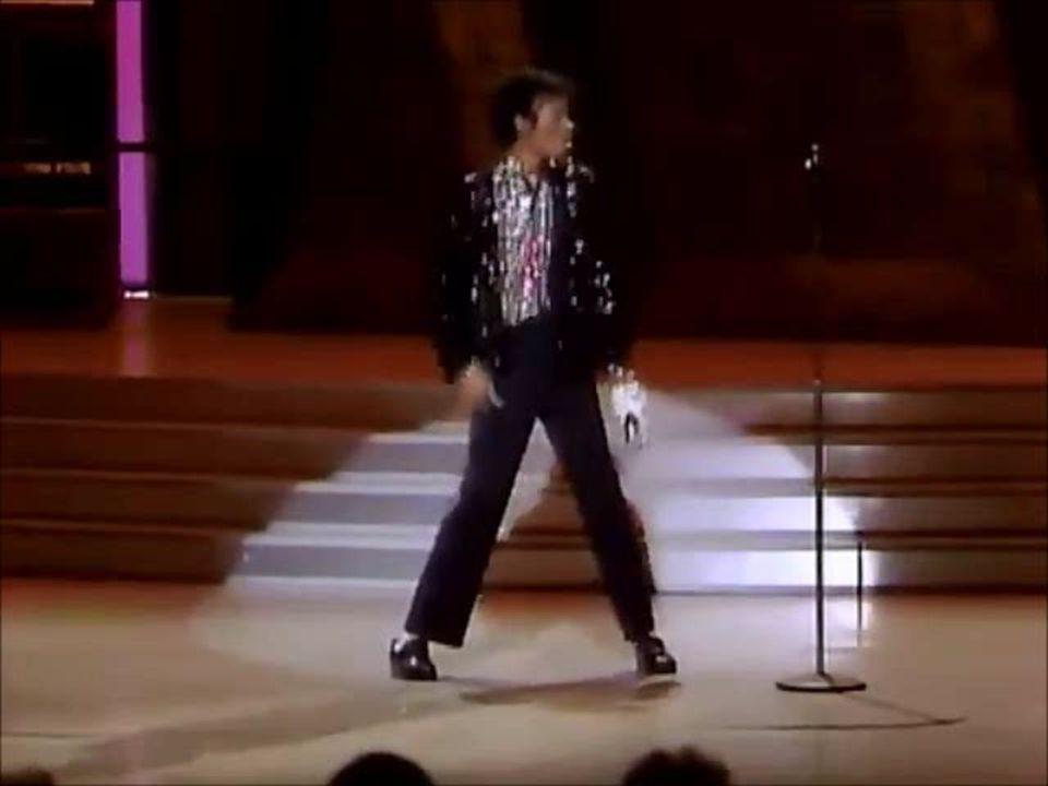 """W 1985 roku Michael wraz z Lionelem Ritchiem i Quincym Jonesem przygotowywali piosenkę """"We Are The World ."""