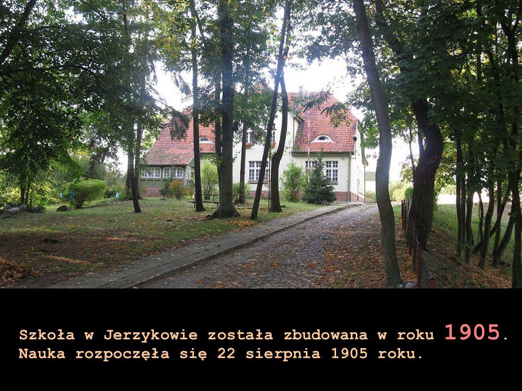 Szkoła w Jerzykowie została zbudowana w roku 1905. Nauka rozpoczęła się 22 sierpnia 1905 roku.