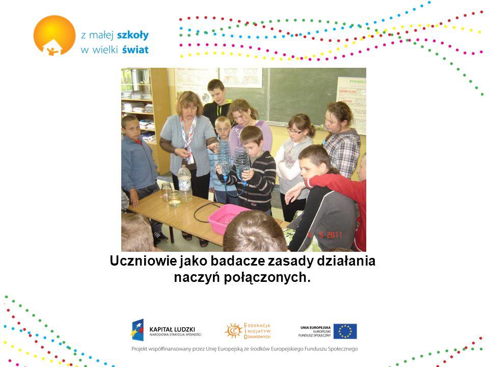 Uczniowie jako badacze zasady działania naczyń połączonych.