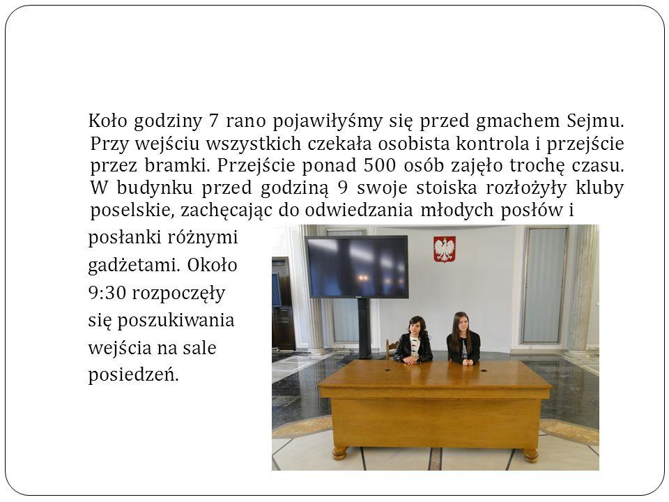 Koło godziny 7 rano pojawiłyśmy się przed gmachem Sejmu.